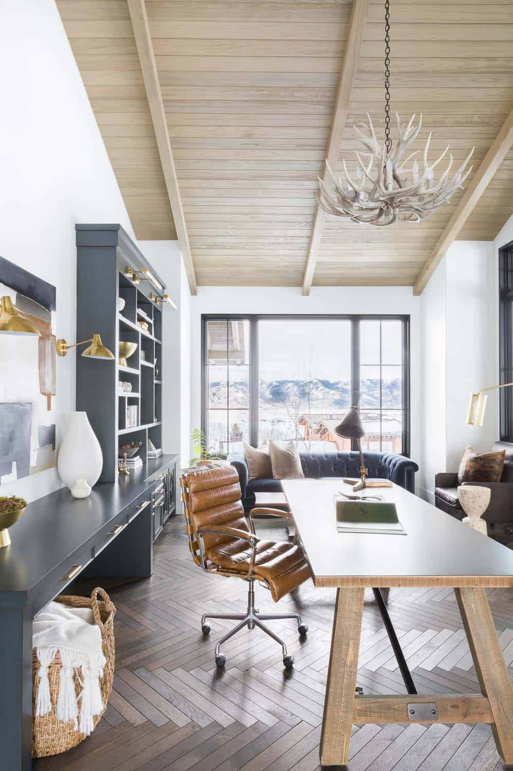 mountain-ranch-home-office