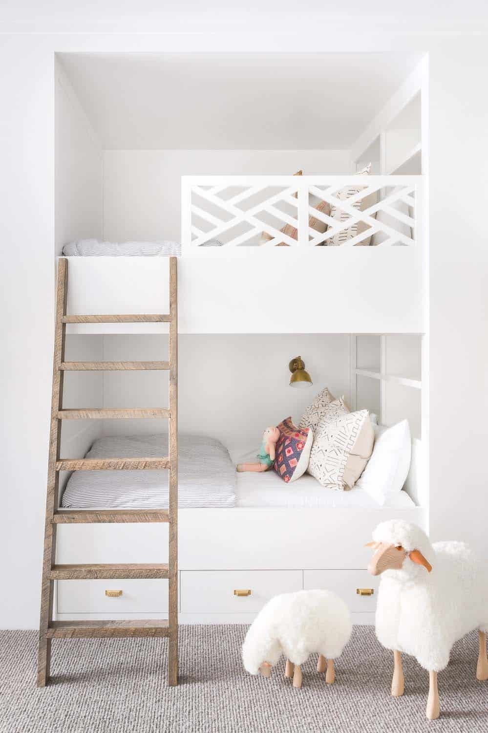 mountain-ranch-house-kids-bunk-bedroom