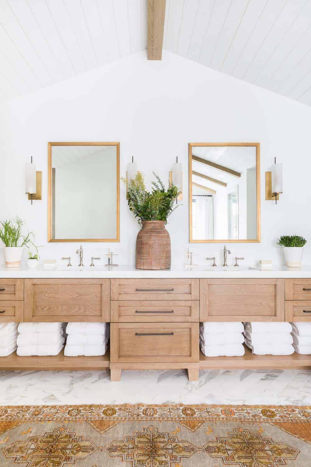 mountain-ranch-house-bathroom