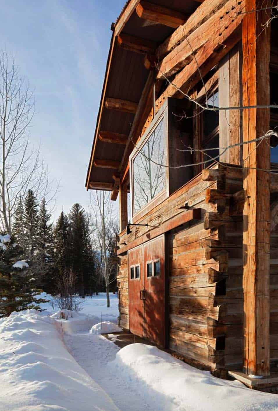rustic-lodge-house-exterior