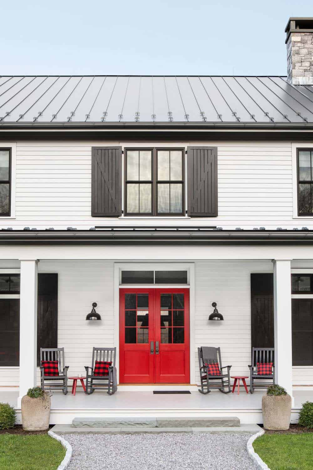 Wall Colour Inspiration: Eclectic Modern Farmhouse With Unexpected Pops Of Color In