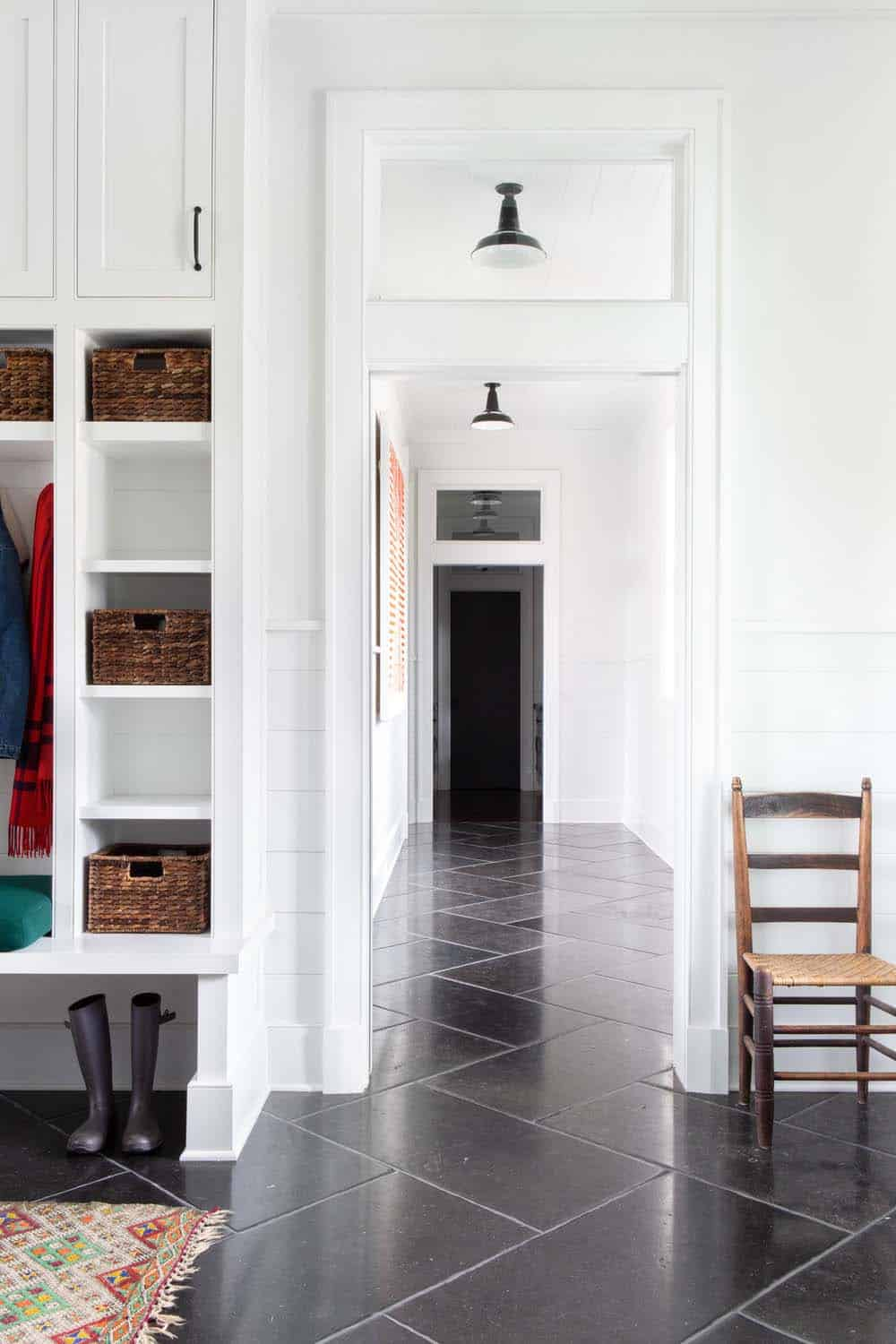 modern-farmhouse-mudroom