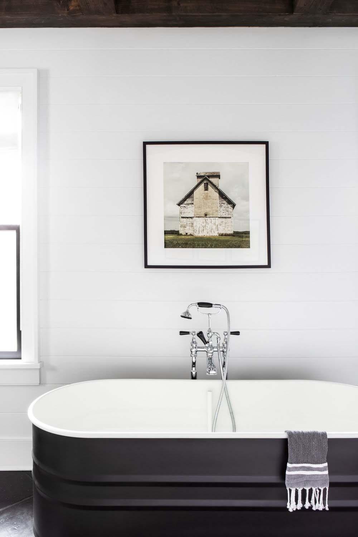 modern-farmhouse-master-bathroom-tub