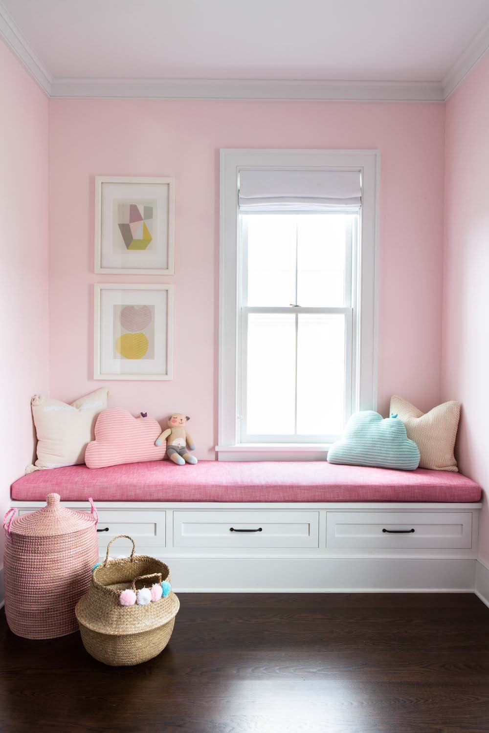 modern-farmhouse-girls-bedroom-window-seat