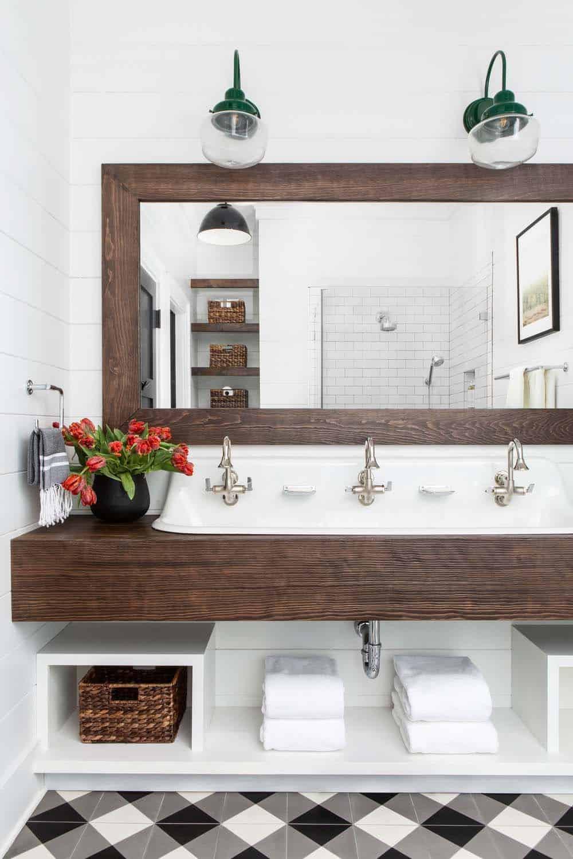 modern-farmhouse-bunk-room-bathroom