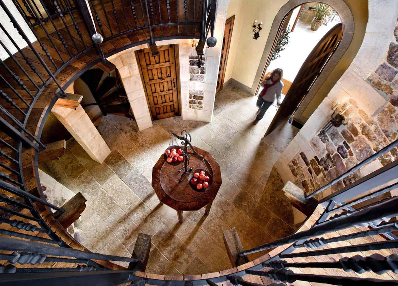 mediterranean-home-staircase