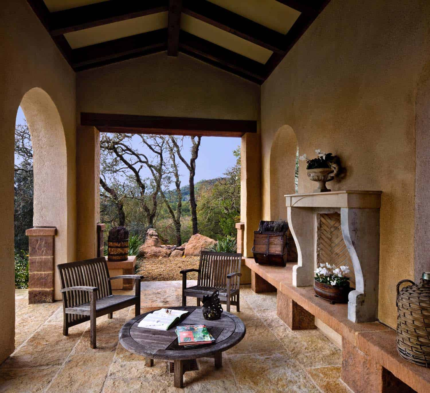 spanish-estate-mediterranean-patio