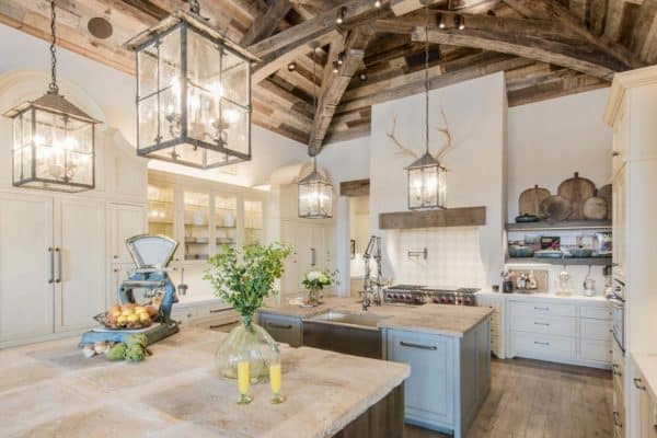 featured posts image for Absolutely stunning farmhouse style home nestled on Lake Travis, Texas