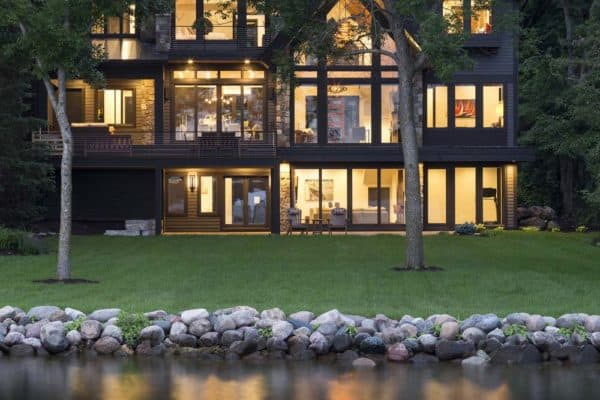 featured posts image for Rustic contemporary lake house with privileged views of Lake Minnetonka