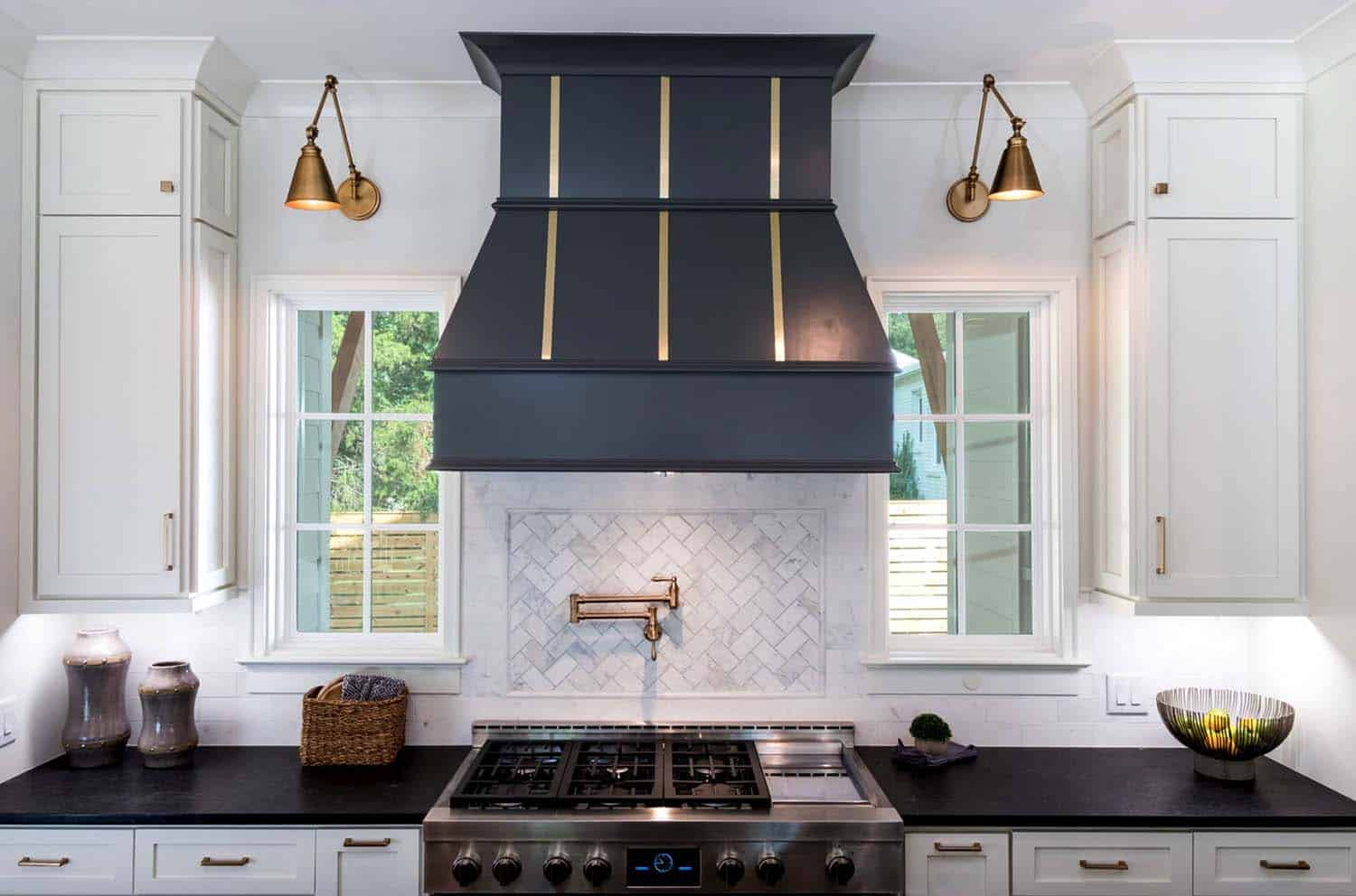 range-hood-farmhouse-kitchen