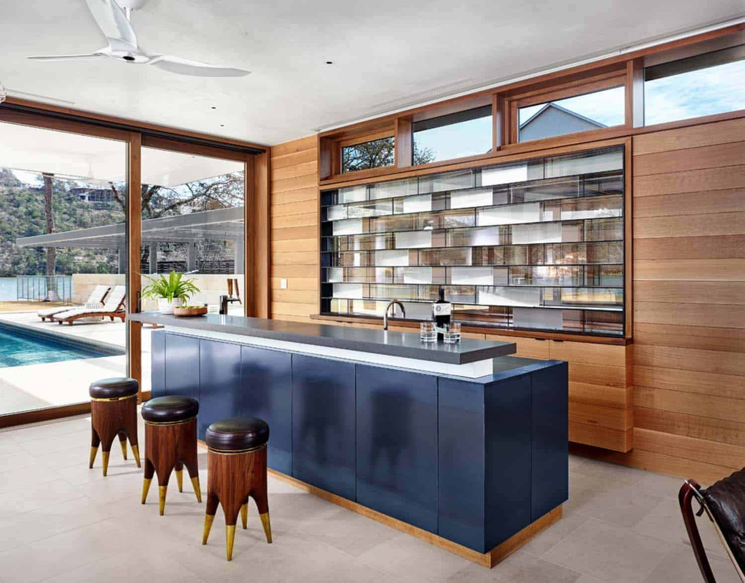 family-lake-house-modern-home-bar