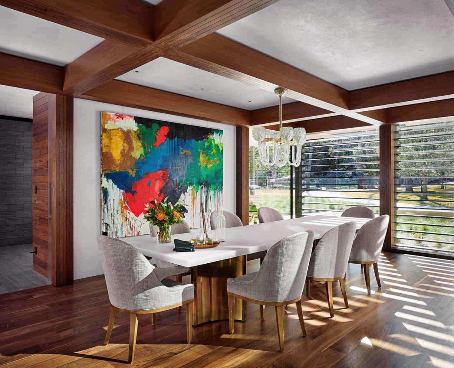 family-lake-house-modern-dining-room