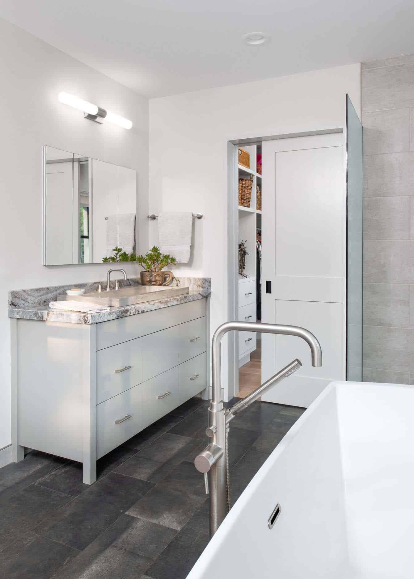 farmhouse-master-bathroom