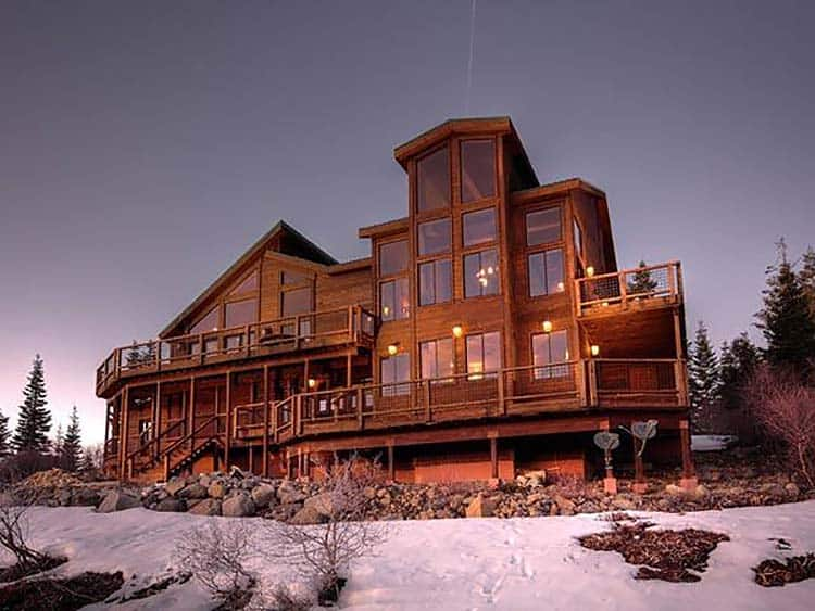 rustic-mountain-retreat-exterior