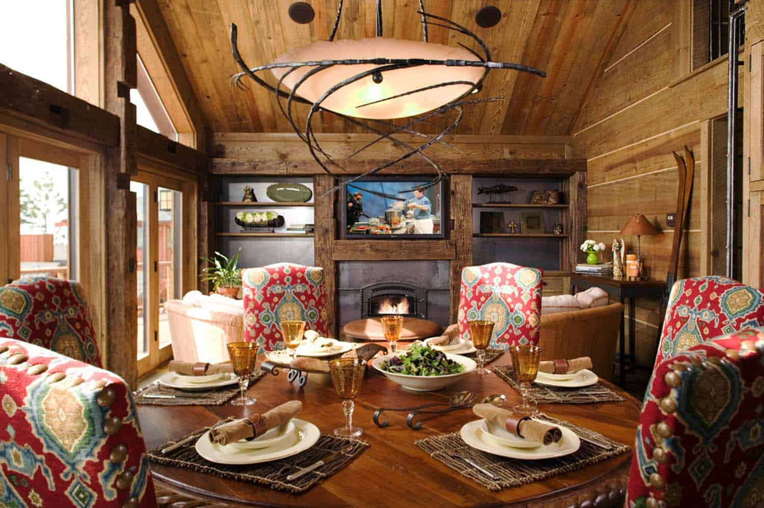 rustic-mountain-retreat-dining-room