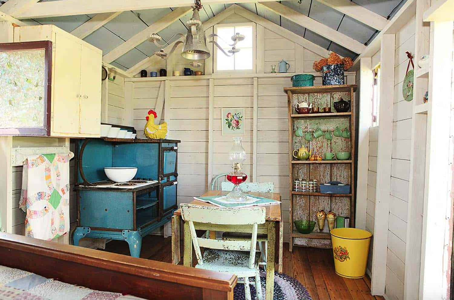 she-shed-backyard-getaway