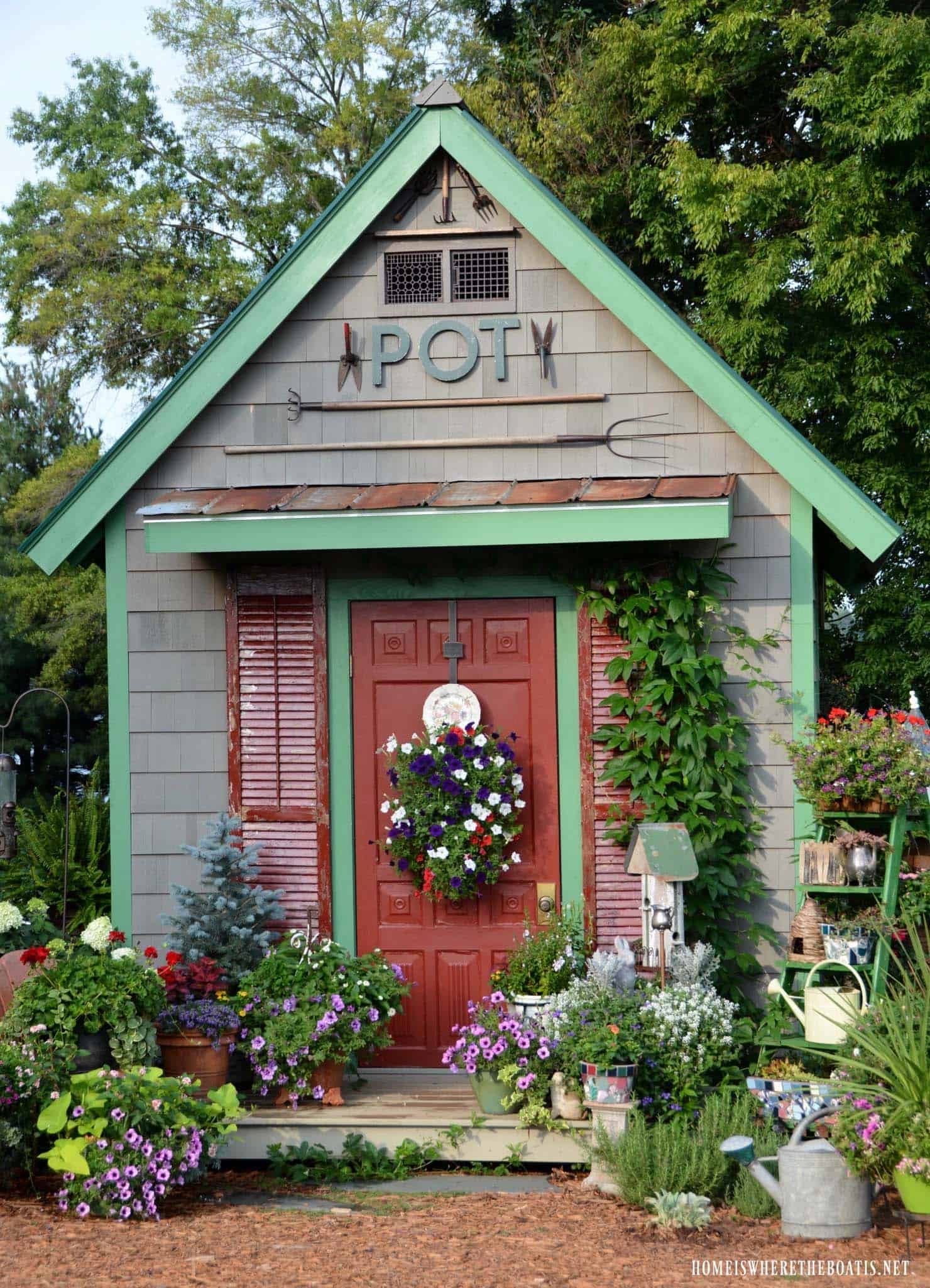 potting-shed-backyard-garden-getaway