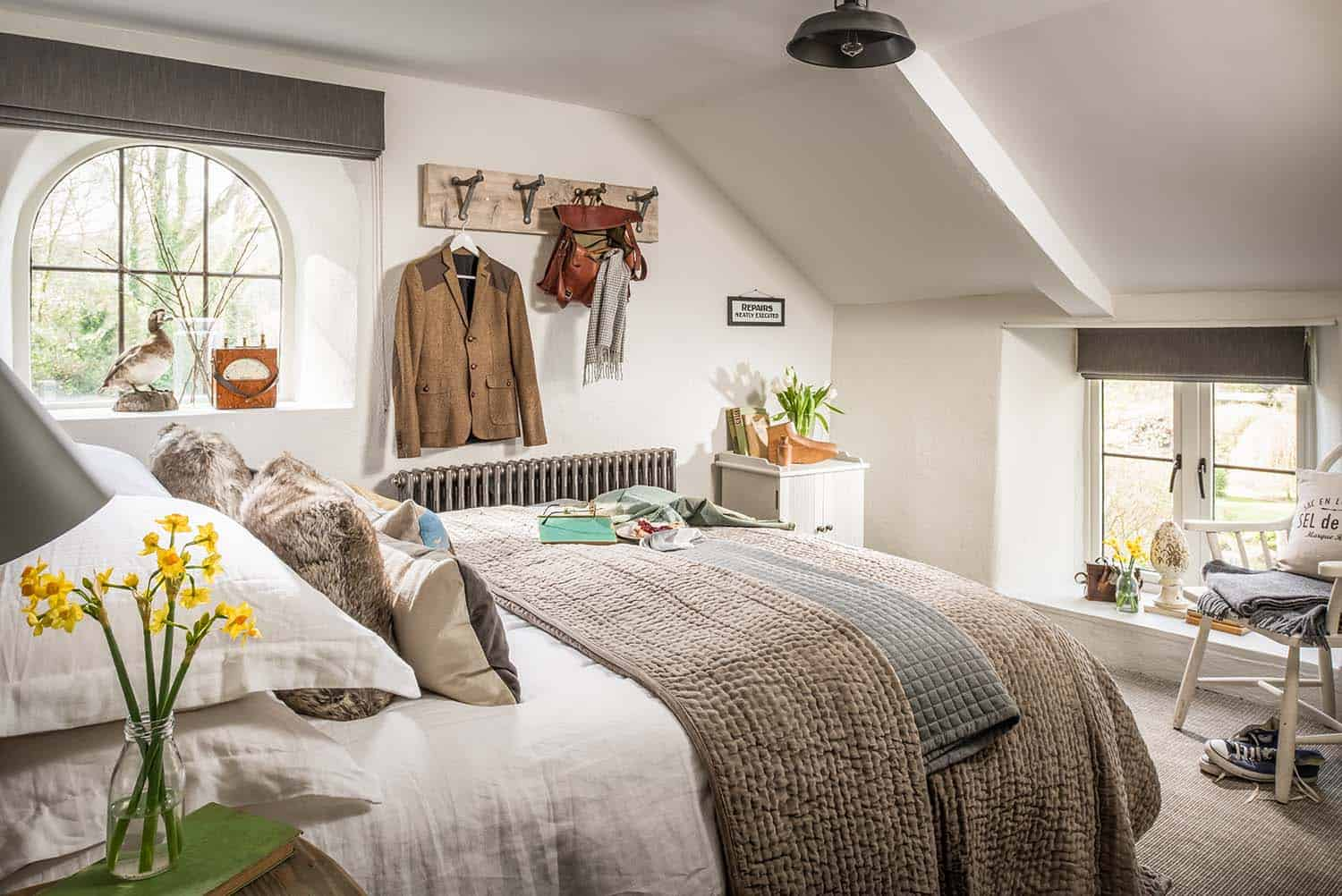 cozy-cottage-bedroom