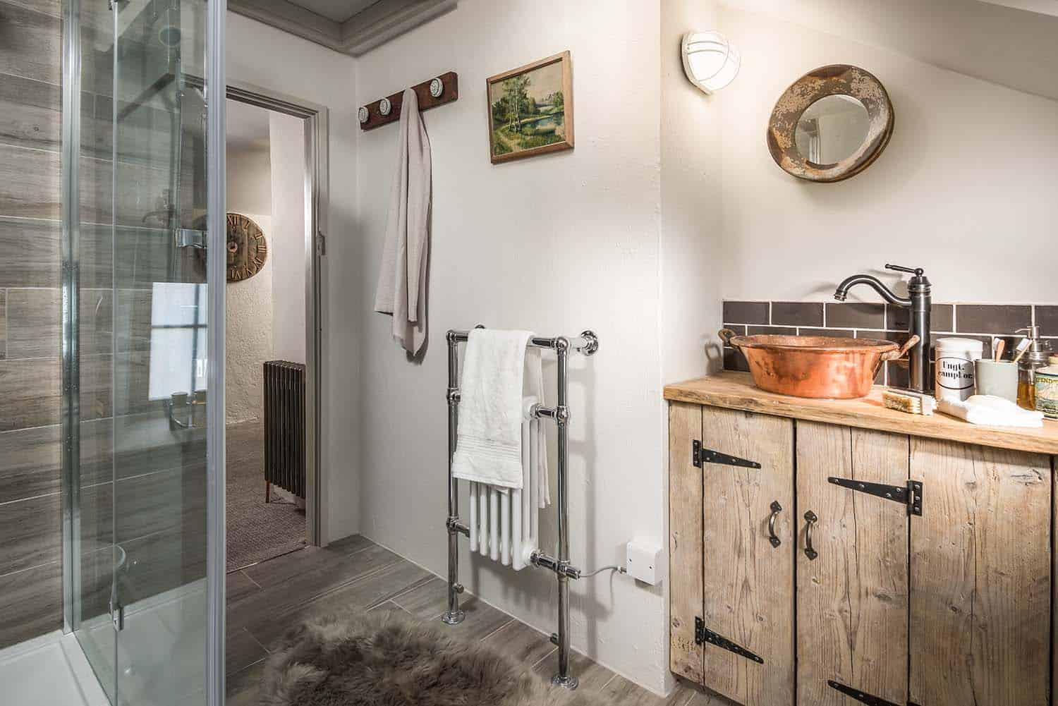 cozy-cottage-bathroom