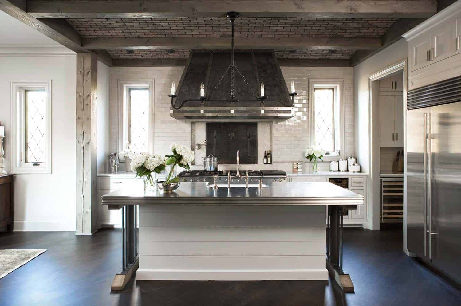 lake-residence-sustainable-transitional-kitchen