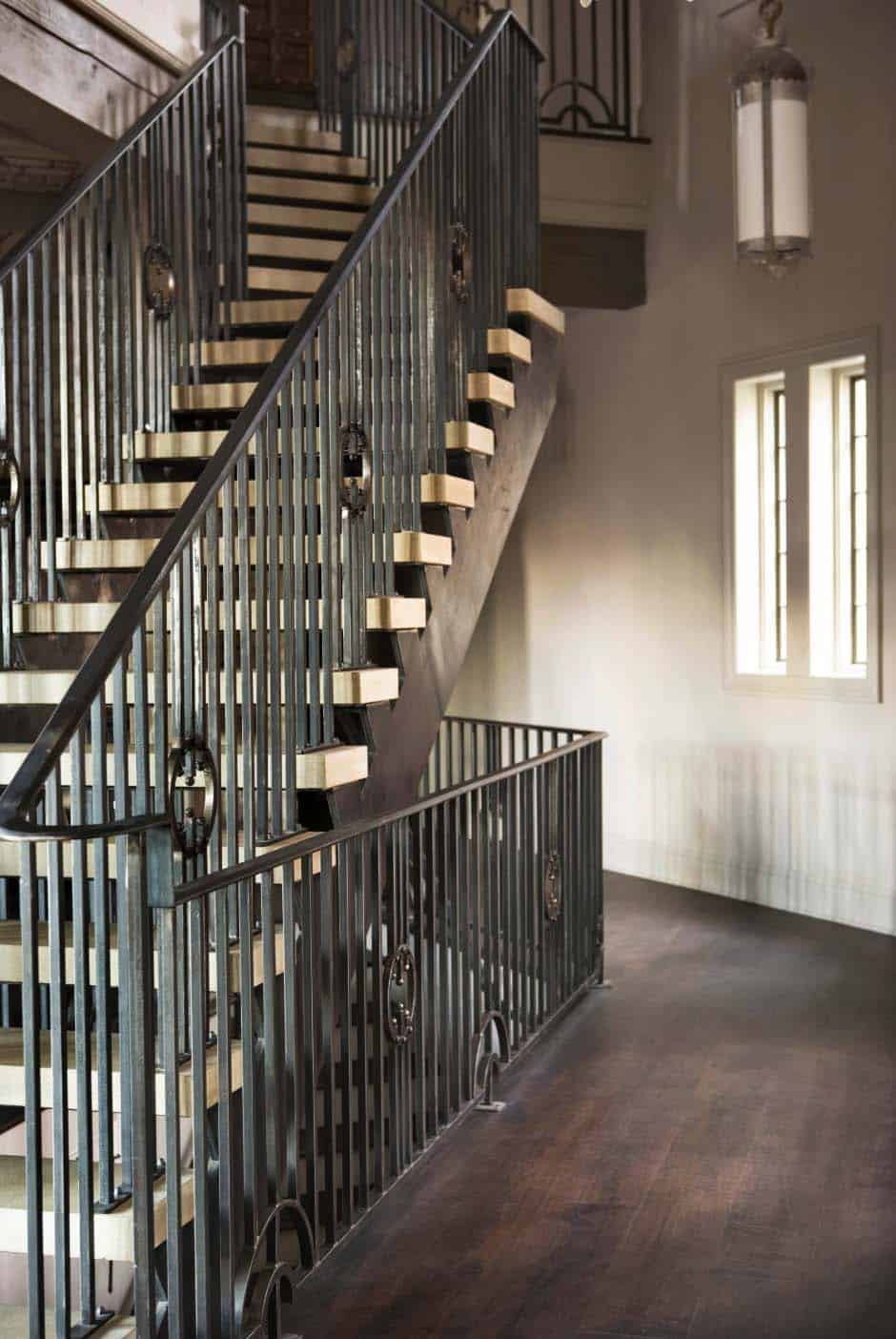 lake-residence-transitional-staircase