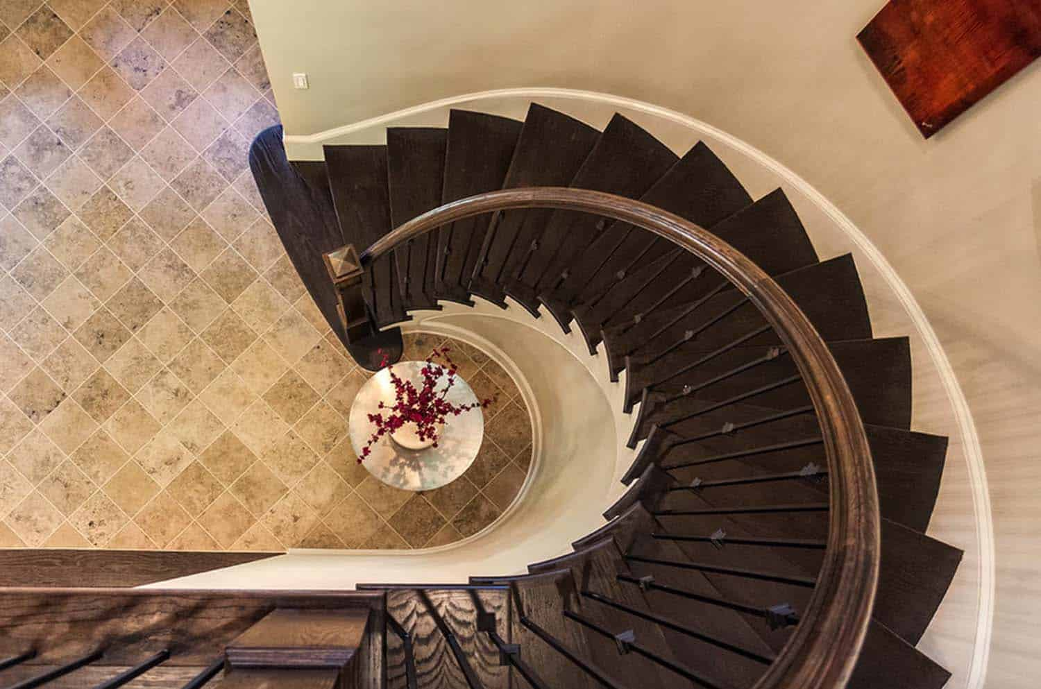 model-home-traditional-staircase