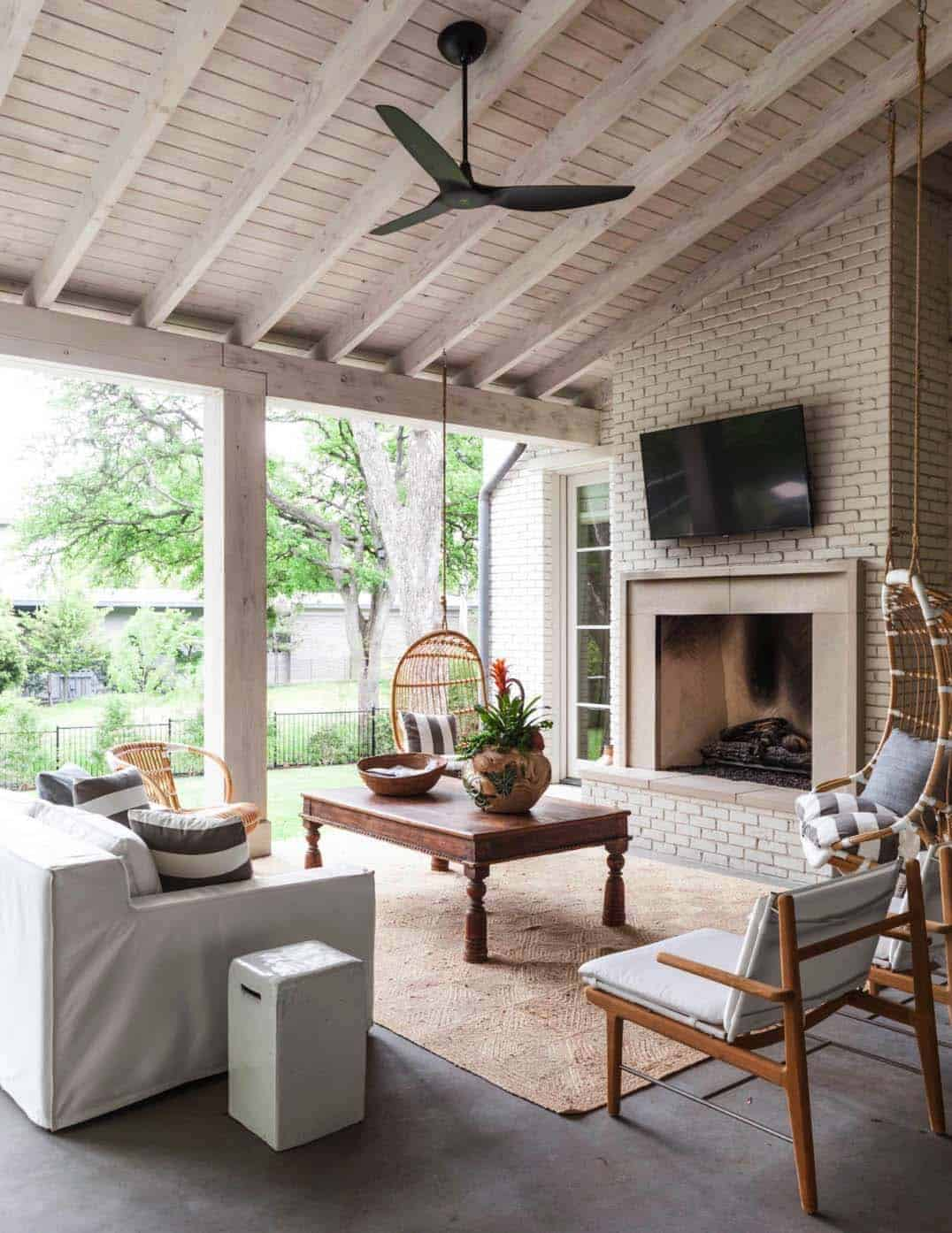 transitional-covered-patio-texas