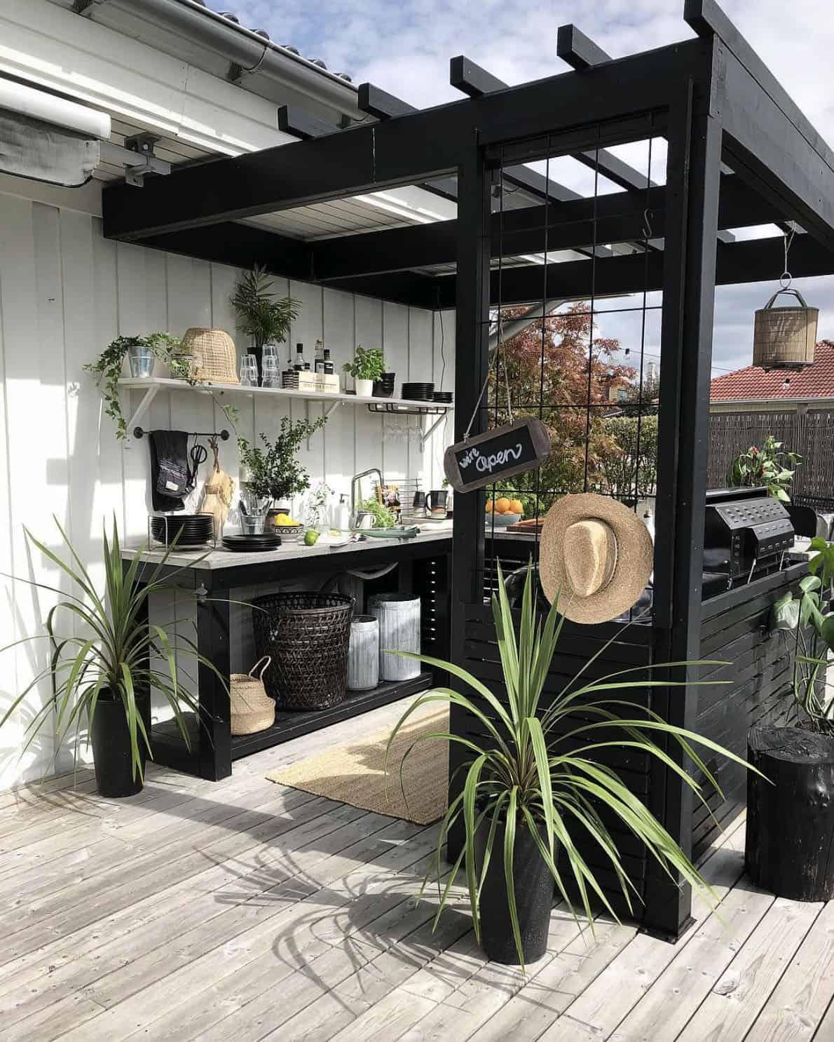 pergola-shading-an-outdoor-kitchen