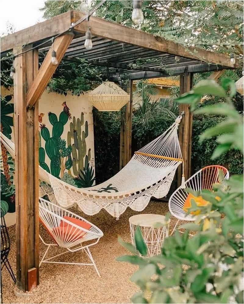 pergola-idea-with-a-hammock