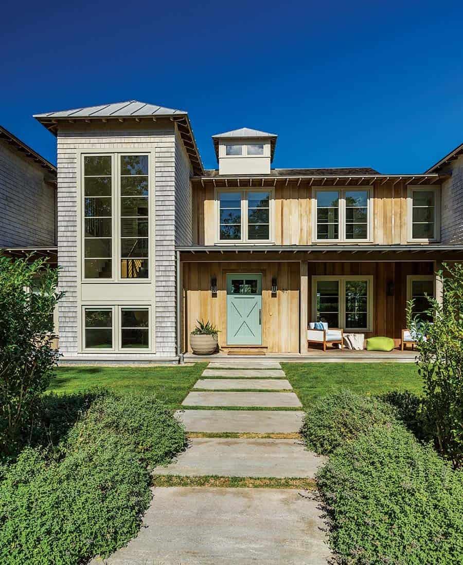 barn-style-coastal-home-exterior