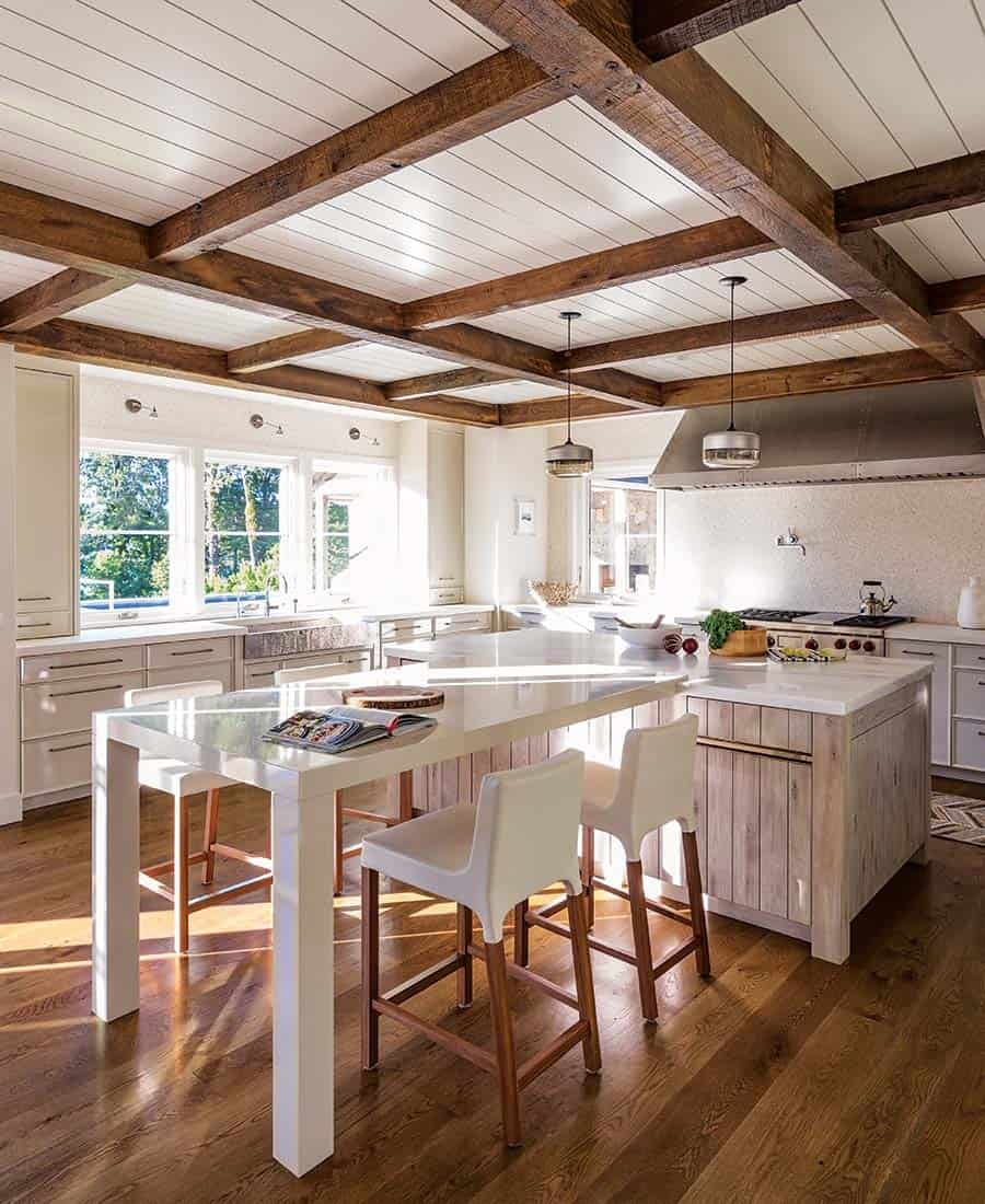 barn-style-coastal-home-kitchen