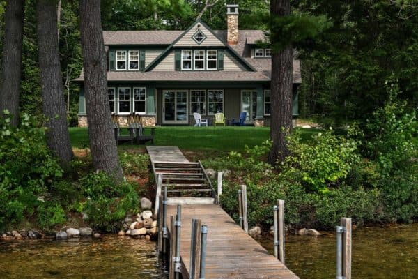 featured posts image for Beautiful New England cabin designed for relaxing lakeside getaways
