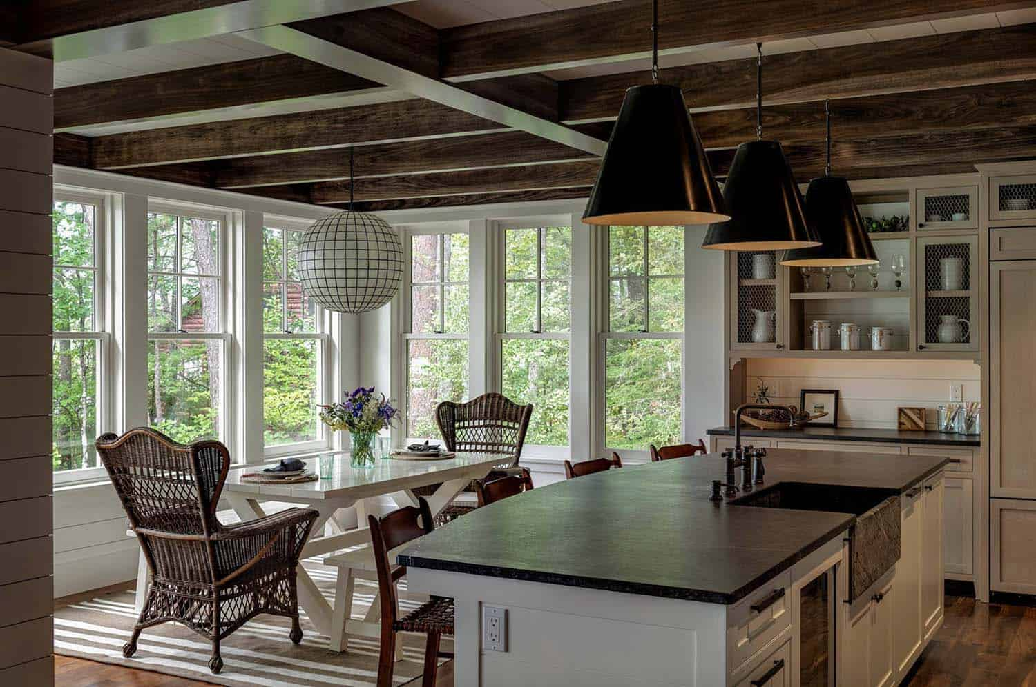new-england-cabin-retreat-dining-room