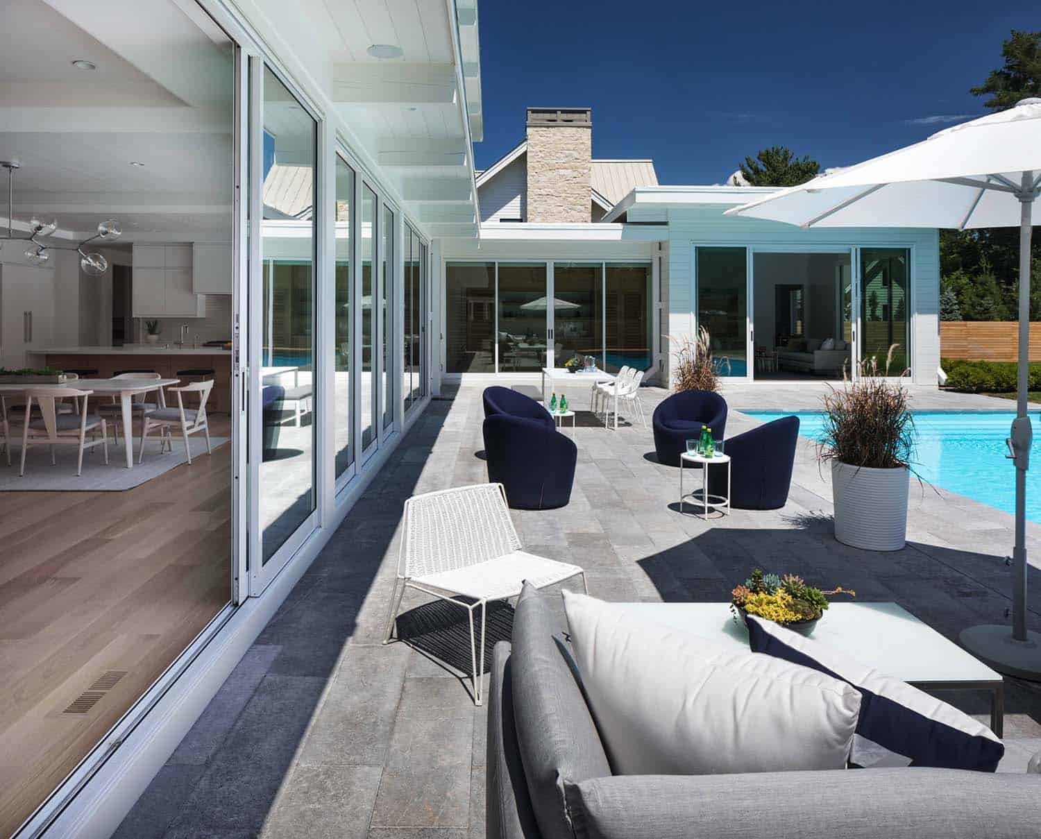 coastal-modern-home-patio