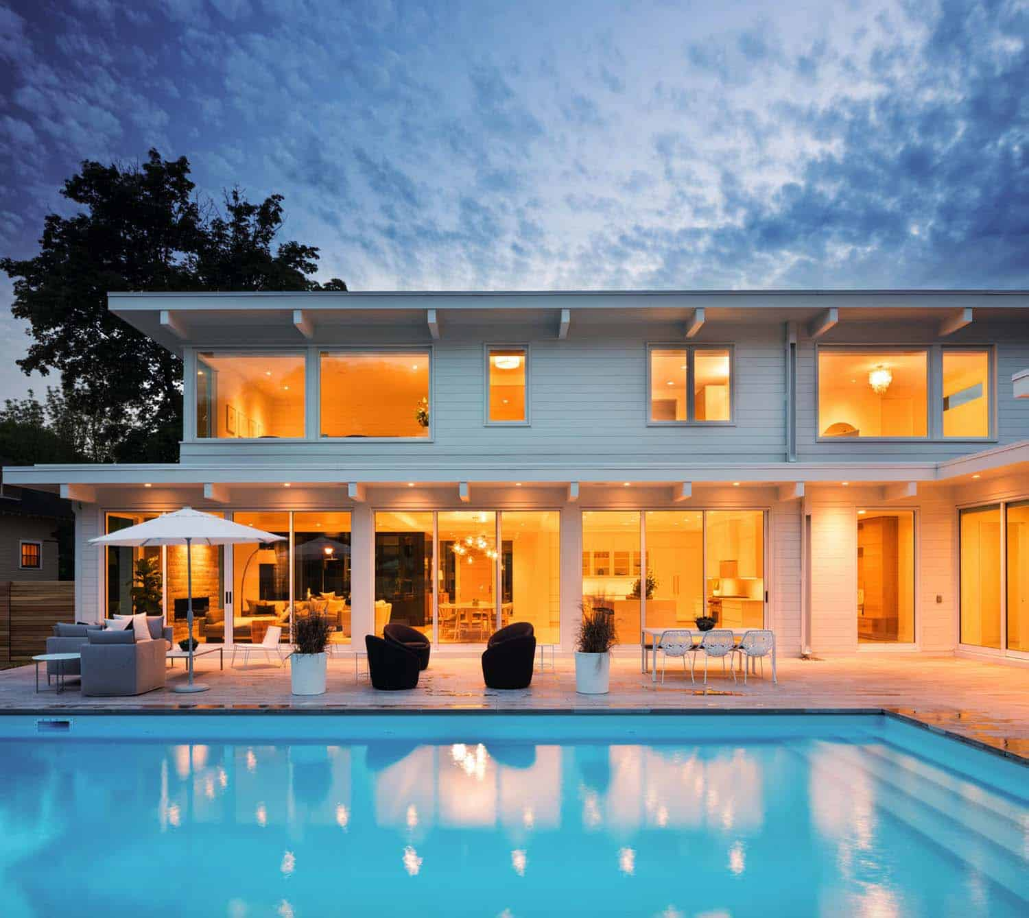 coastal-modern-home-pool