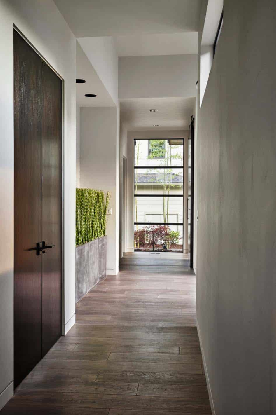 radiant-contemporary-home-entry