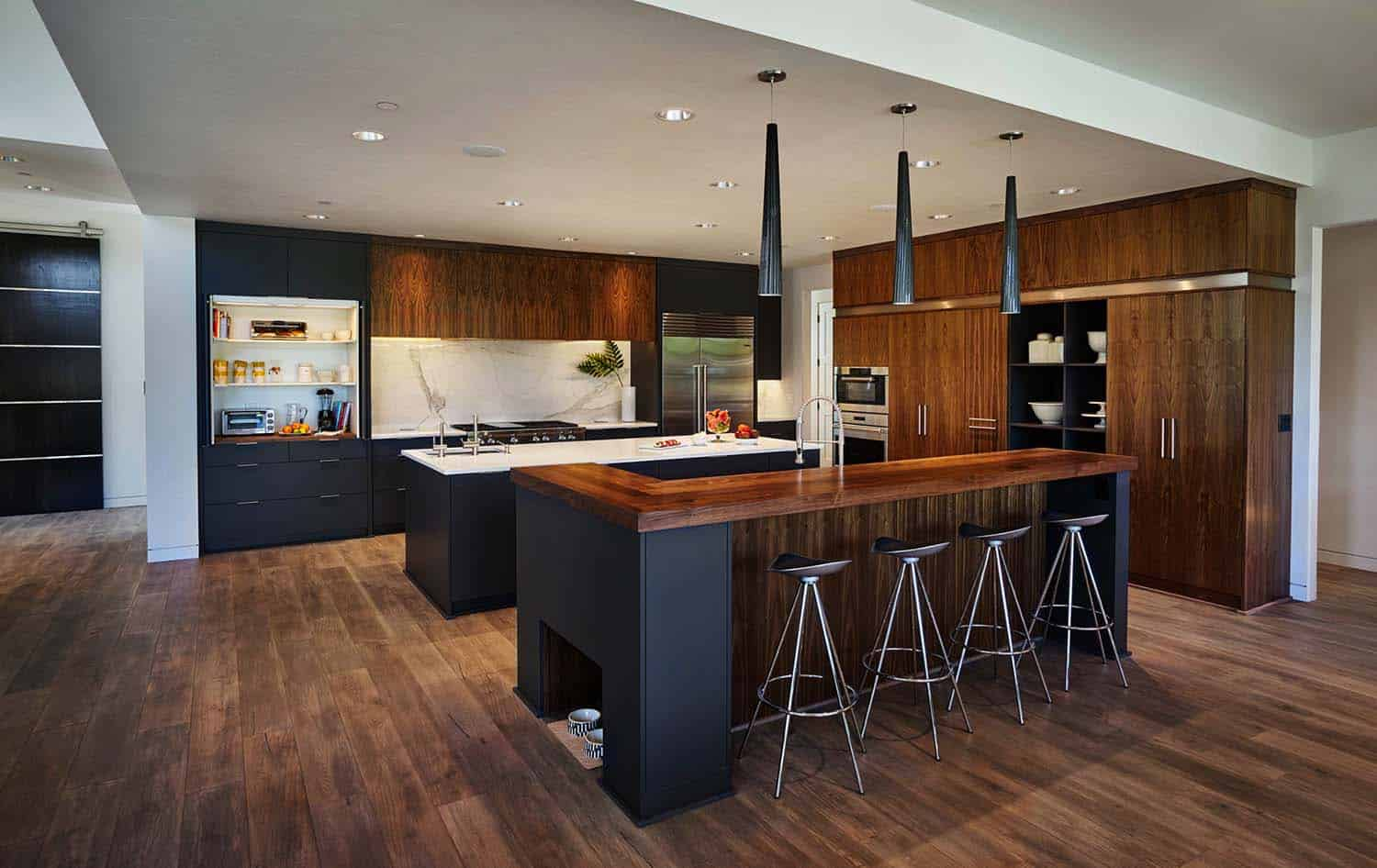 radiant-contemporary-home-kitchen