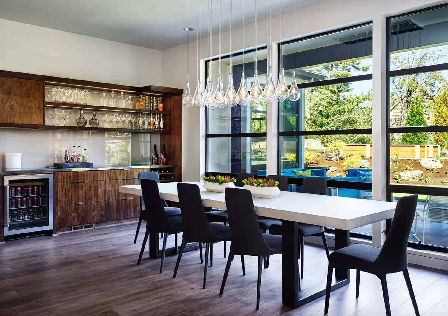 radiant-contemporary-home-dining-room