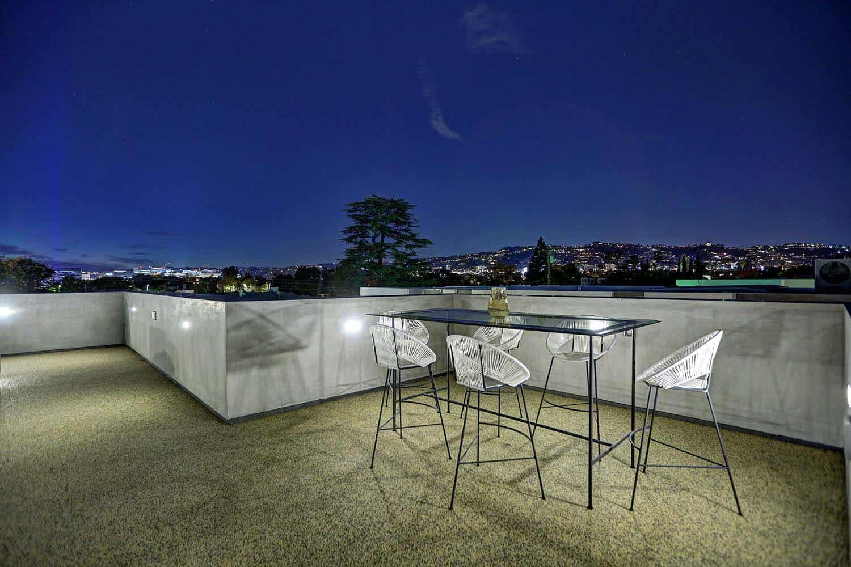 contemporary-rooftop-deck
