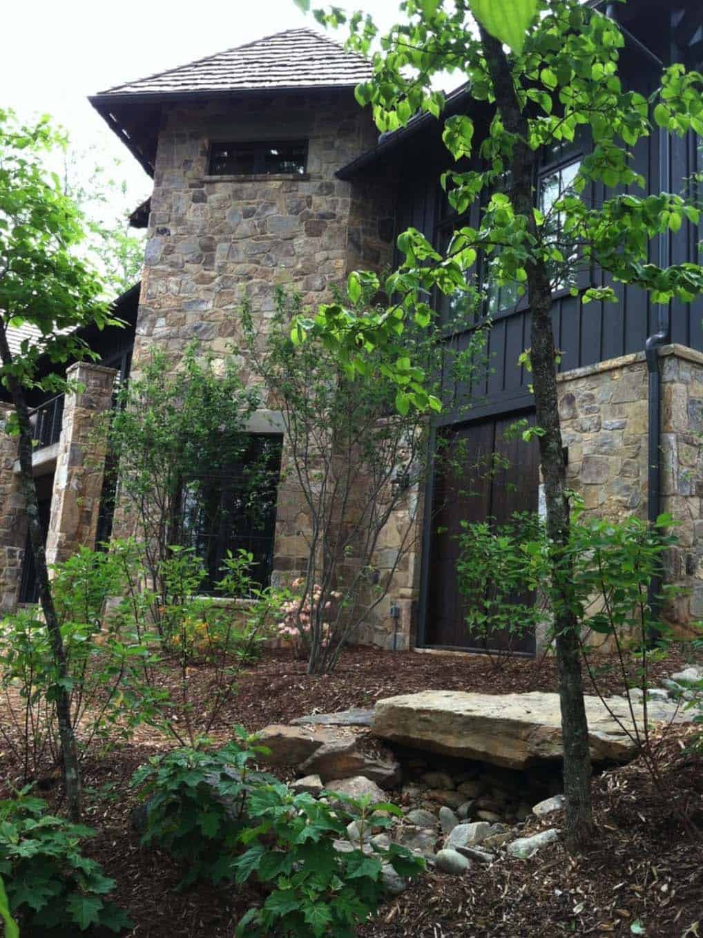 mountain-rustic-home-exterior