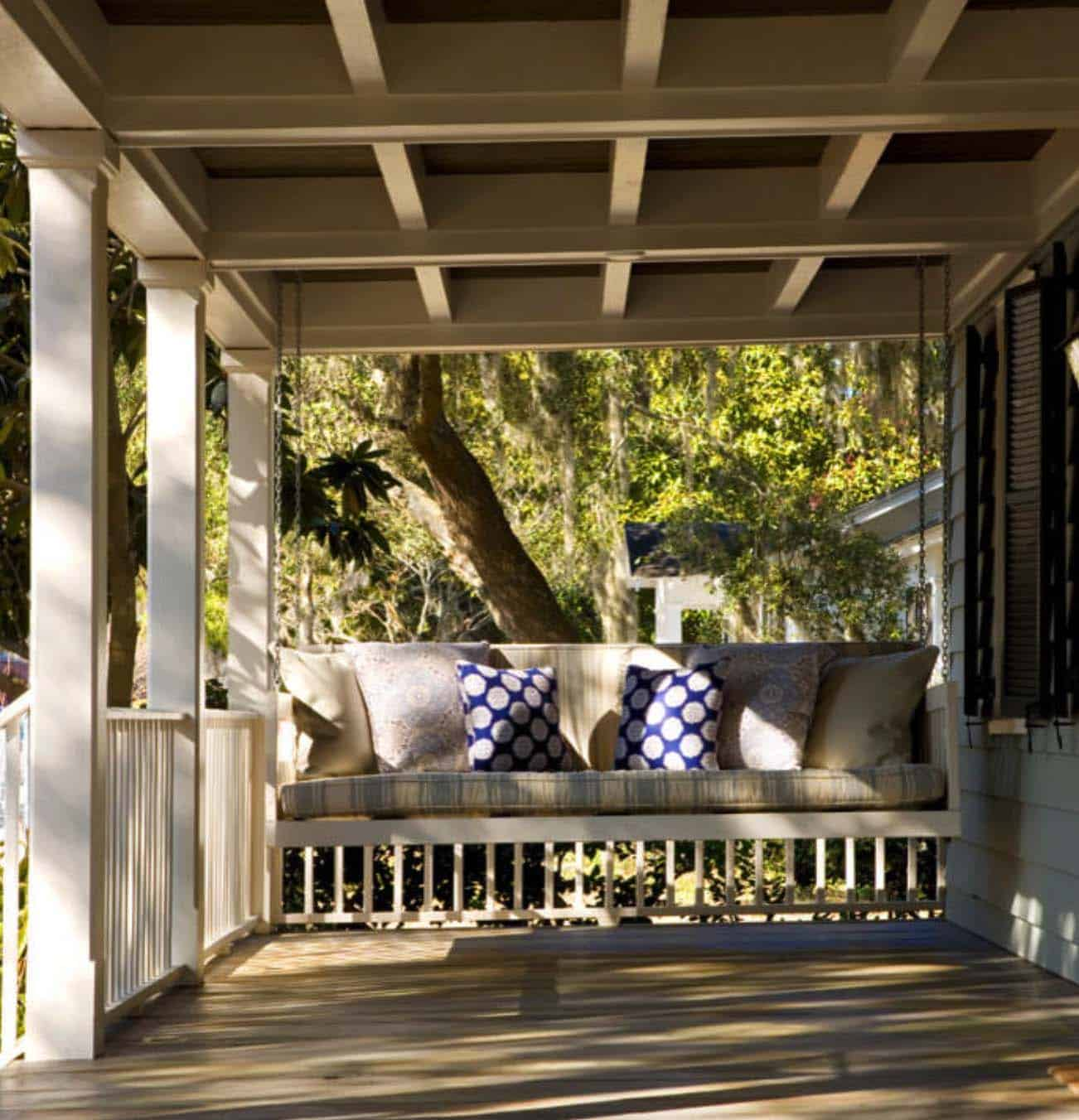 swinging-bed-porch