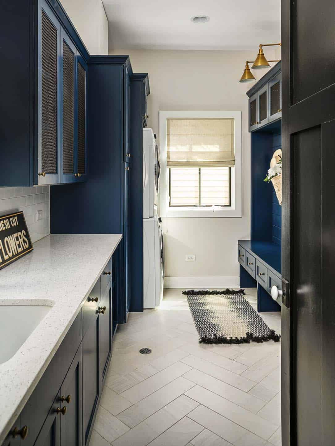 gorgeous-modern-farmhouse-laundry-room