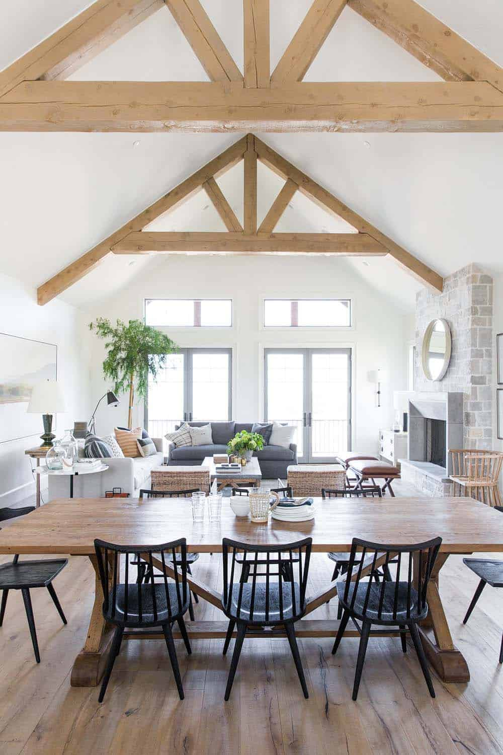 farmhouse-style-dining-room