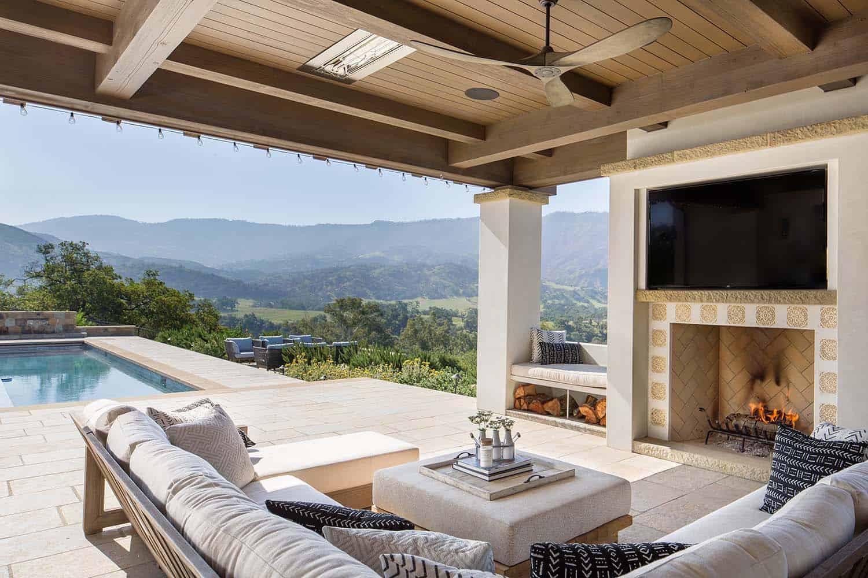 hacienda-style-home-patio