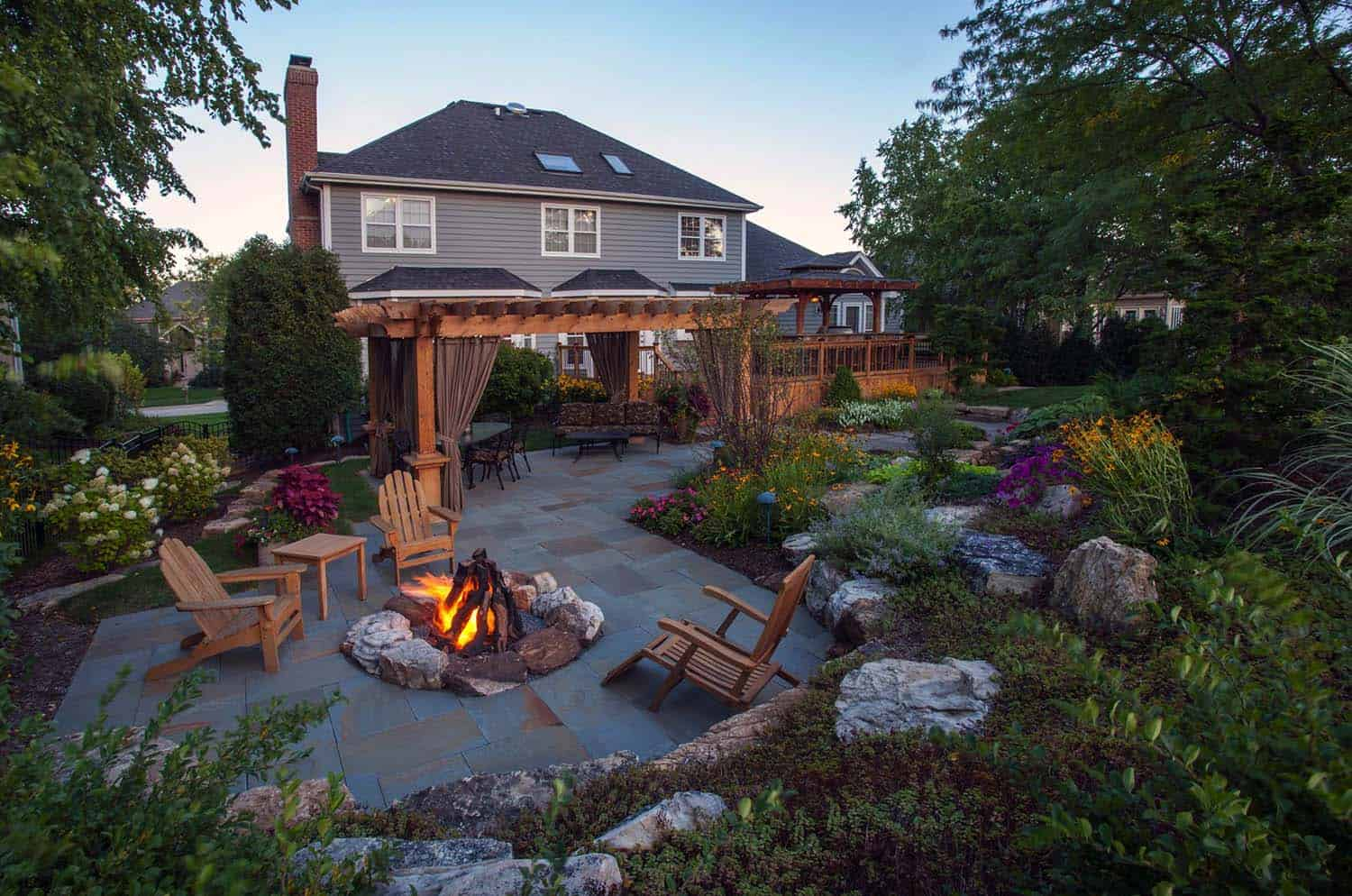 28 Inspiring Fire Pit Ideas To Create A Fabulous Backyard ... on Backyard Patio With Firepit id=32459