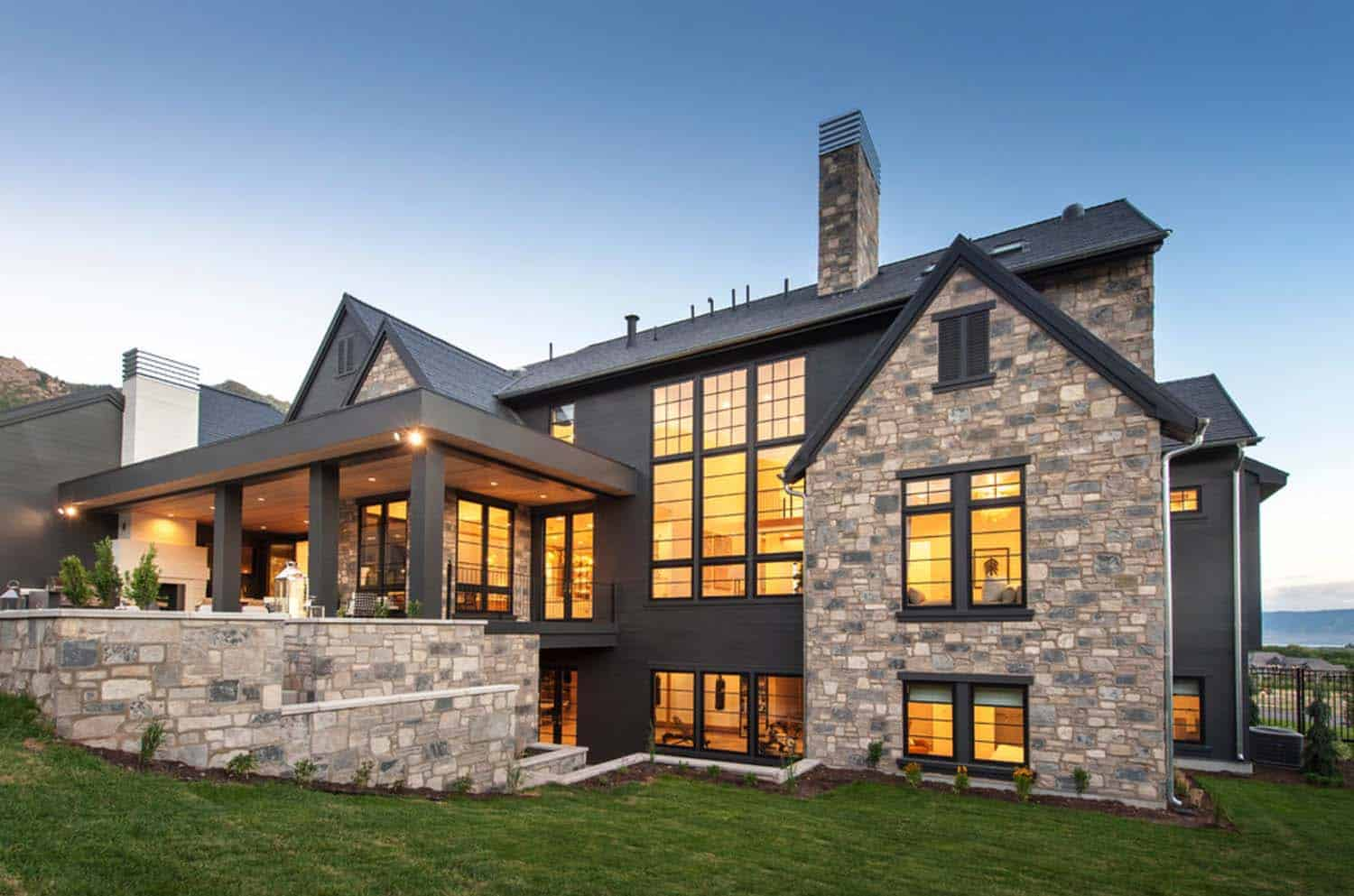 luxury-farmhouse-modern-design-exterior