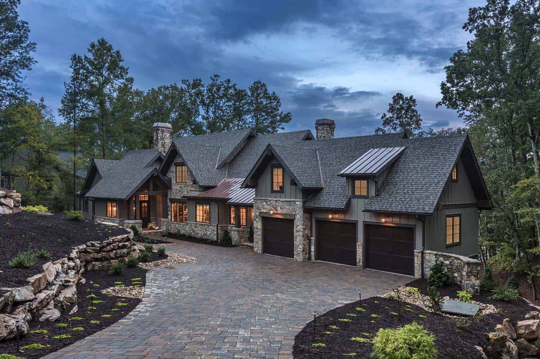custom-home-rustic-exterior