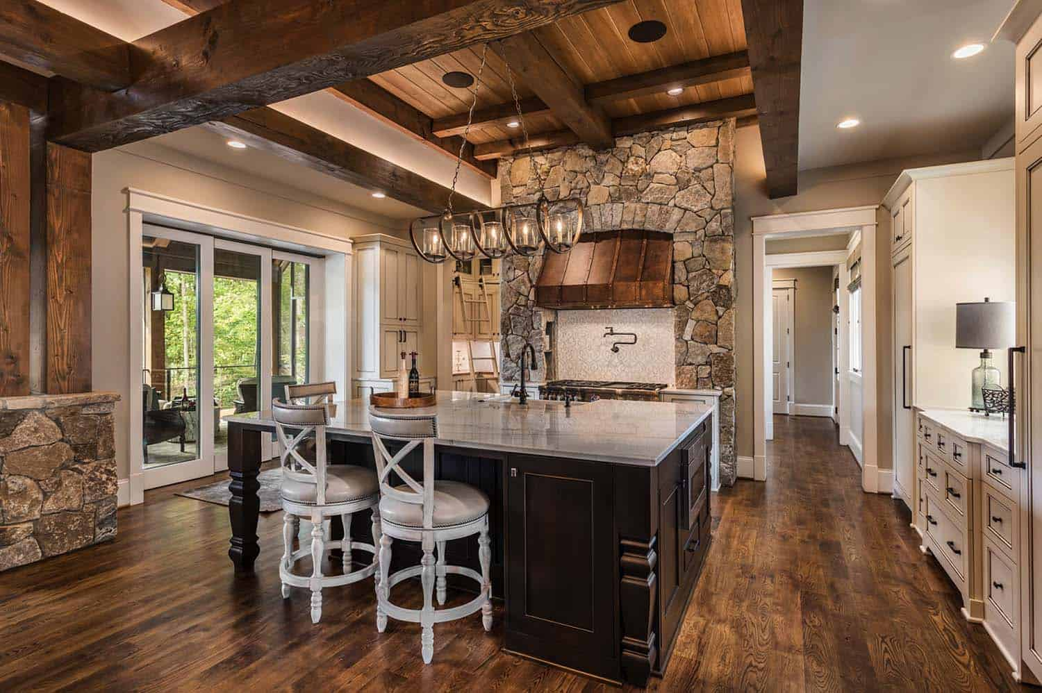custom-home-rustic-kitchen