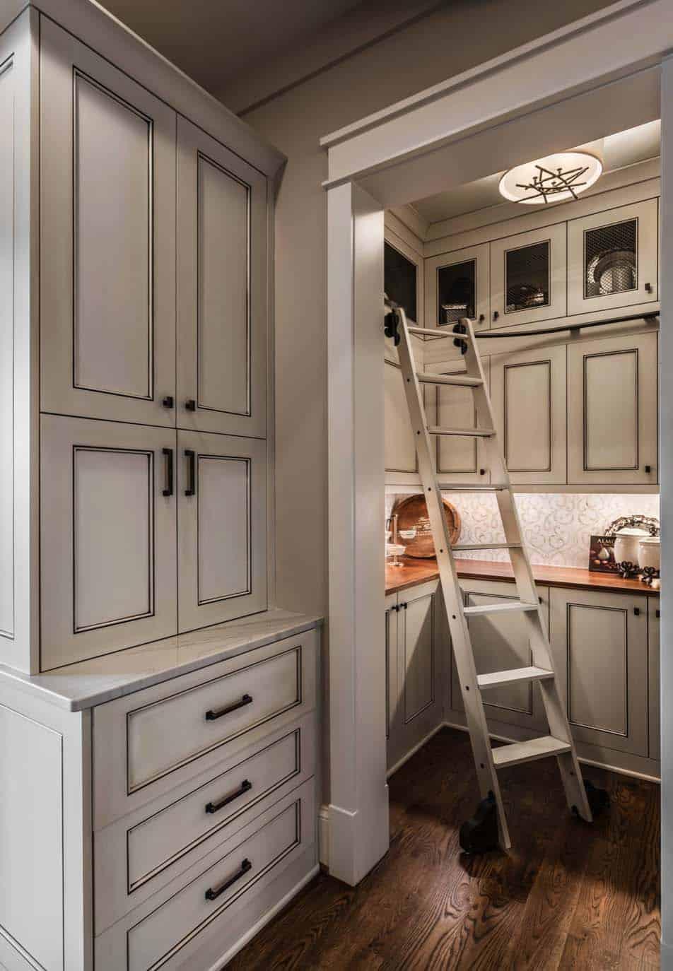 custom-home-rustic-kitchen
