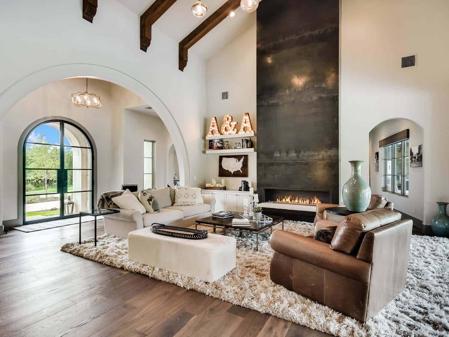 mixed-transitional-mediterranean-living-room